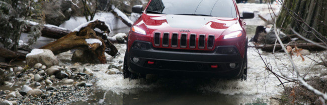 2015-jeep-cherokee-trailhawk-red-detour
