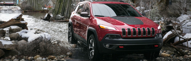 2015-jeep-cherokee-water-river-in-city