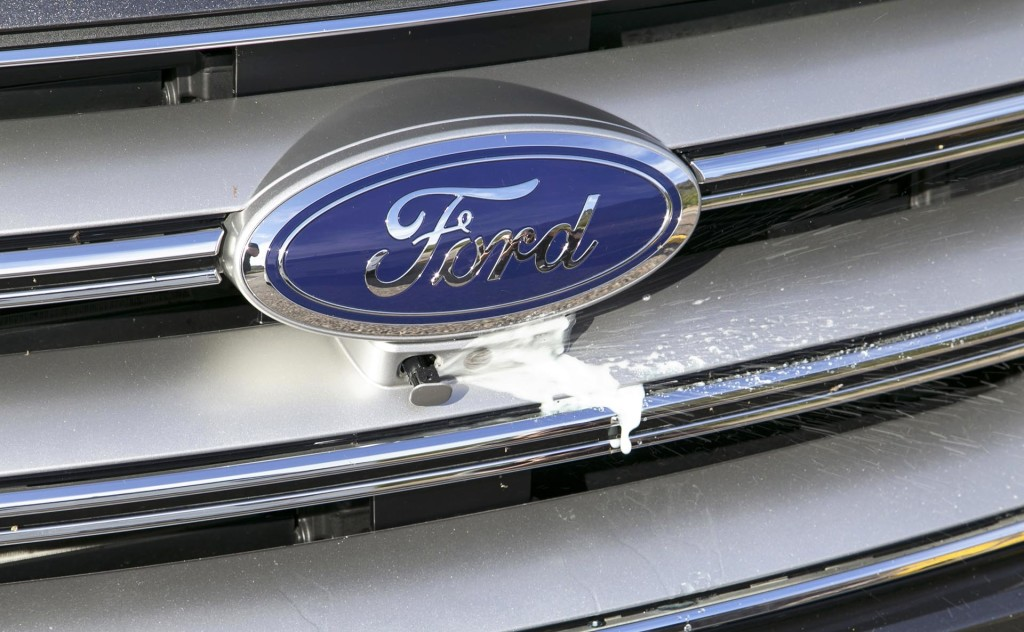 how to change windshield wipers on a ford edge