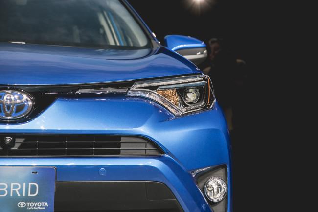 2016 Toyota Rav4 Hybrid-14