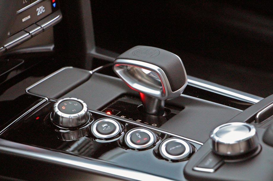 2015 mercedes benz amg shifter for Mercedes benz technician
