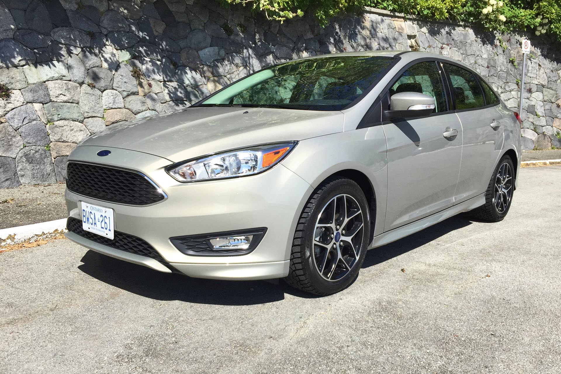 test drive 2015 ford focus se sedan 1 0l ecoboost. Black Bedroom Furniture Sets. Home Design Ideas