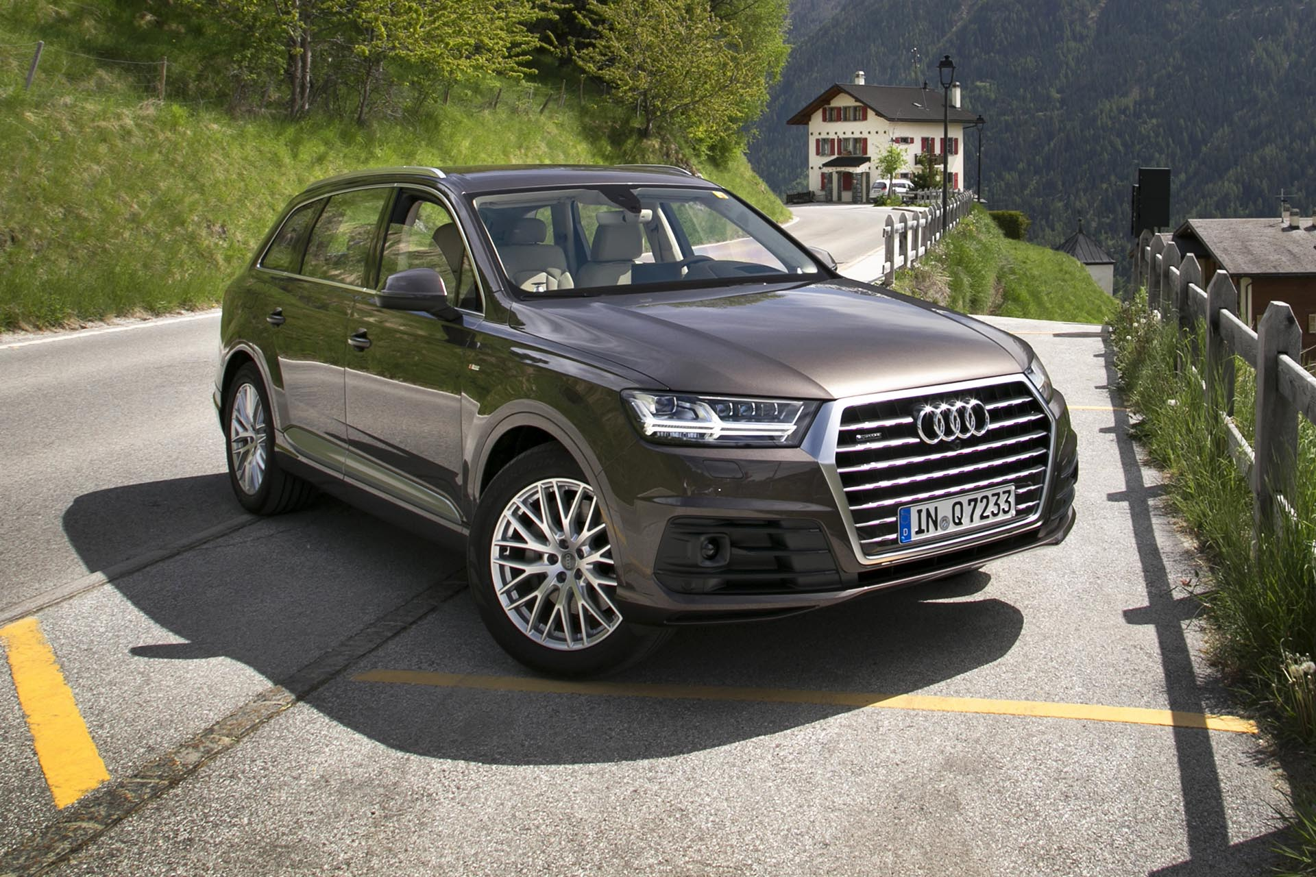 first drive 2016 audi q7. Black Bedroom Furniture Sets. Home Design Ideas