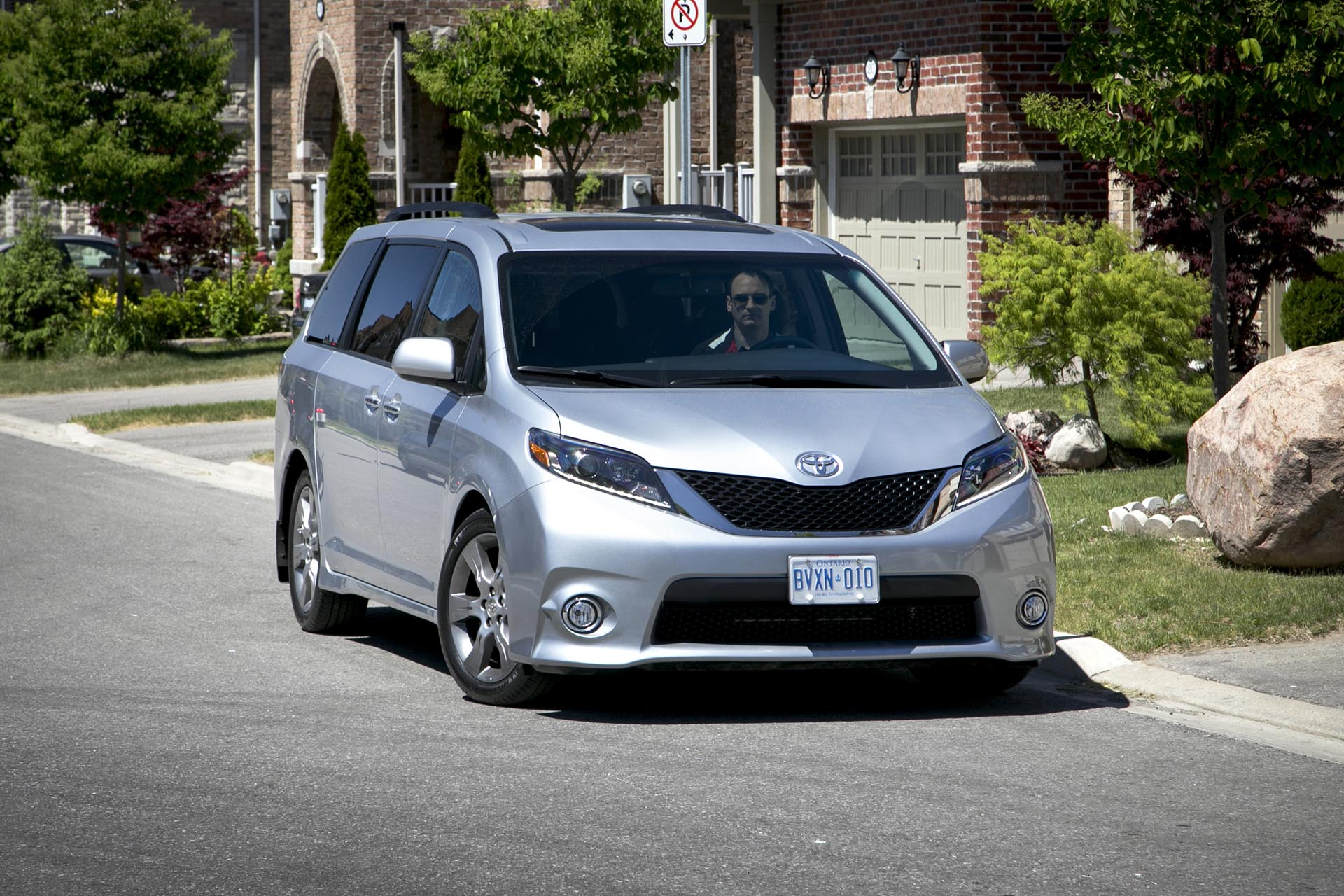 2015 toyota sienna se v6 8 passenger fwd. Black Bedroom Furniture Sets. Home Design Ideas