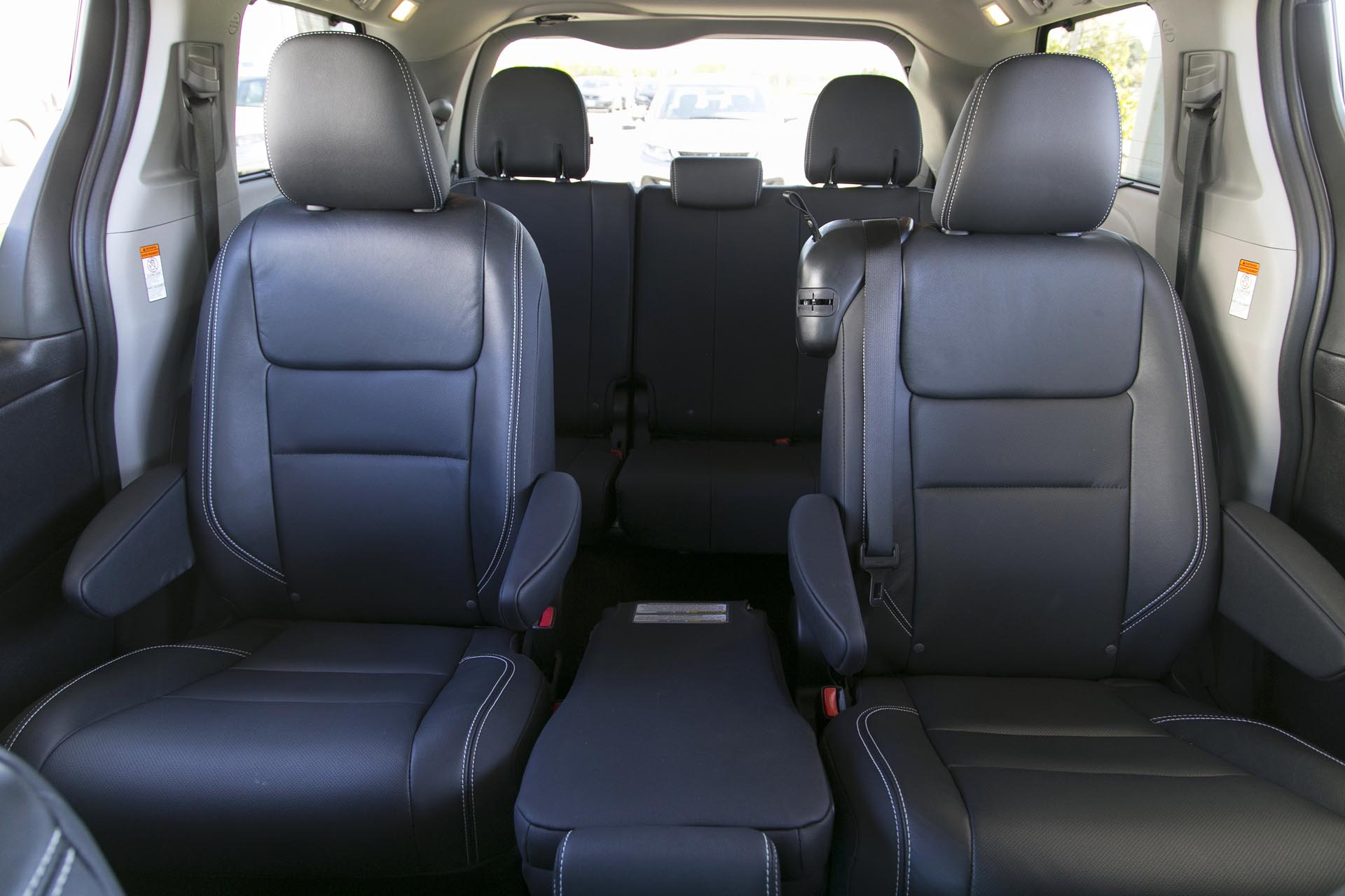 l com photos steering wheel sienna automotive passenger interior toyota photo minivan