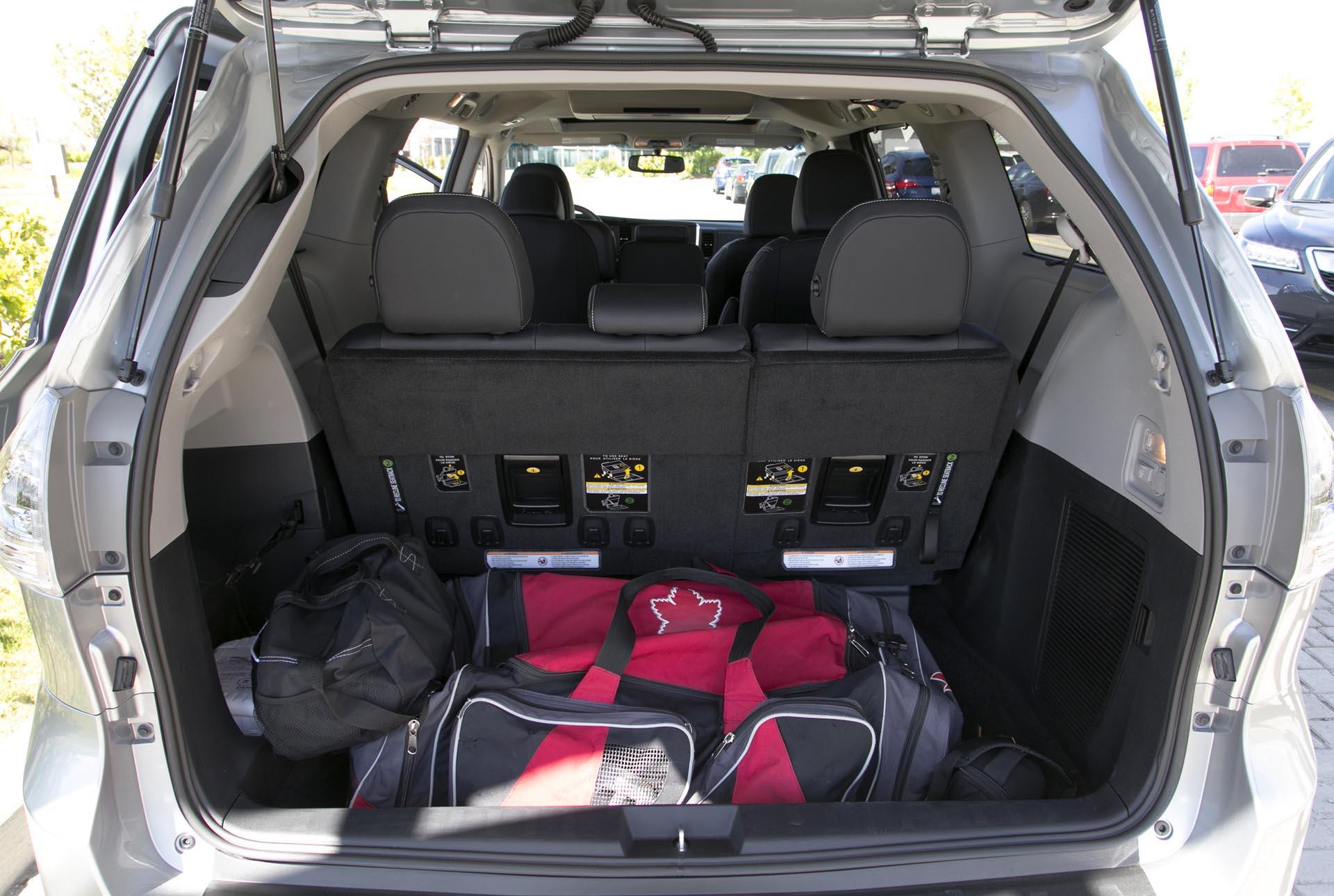 Honda Odyssey Vs Toyota Sienna 2017 >> 2015 Toyota Sienna SE V6 8-Passenger FWD - Autos.ca