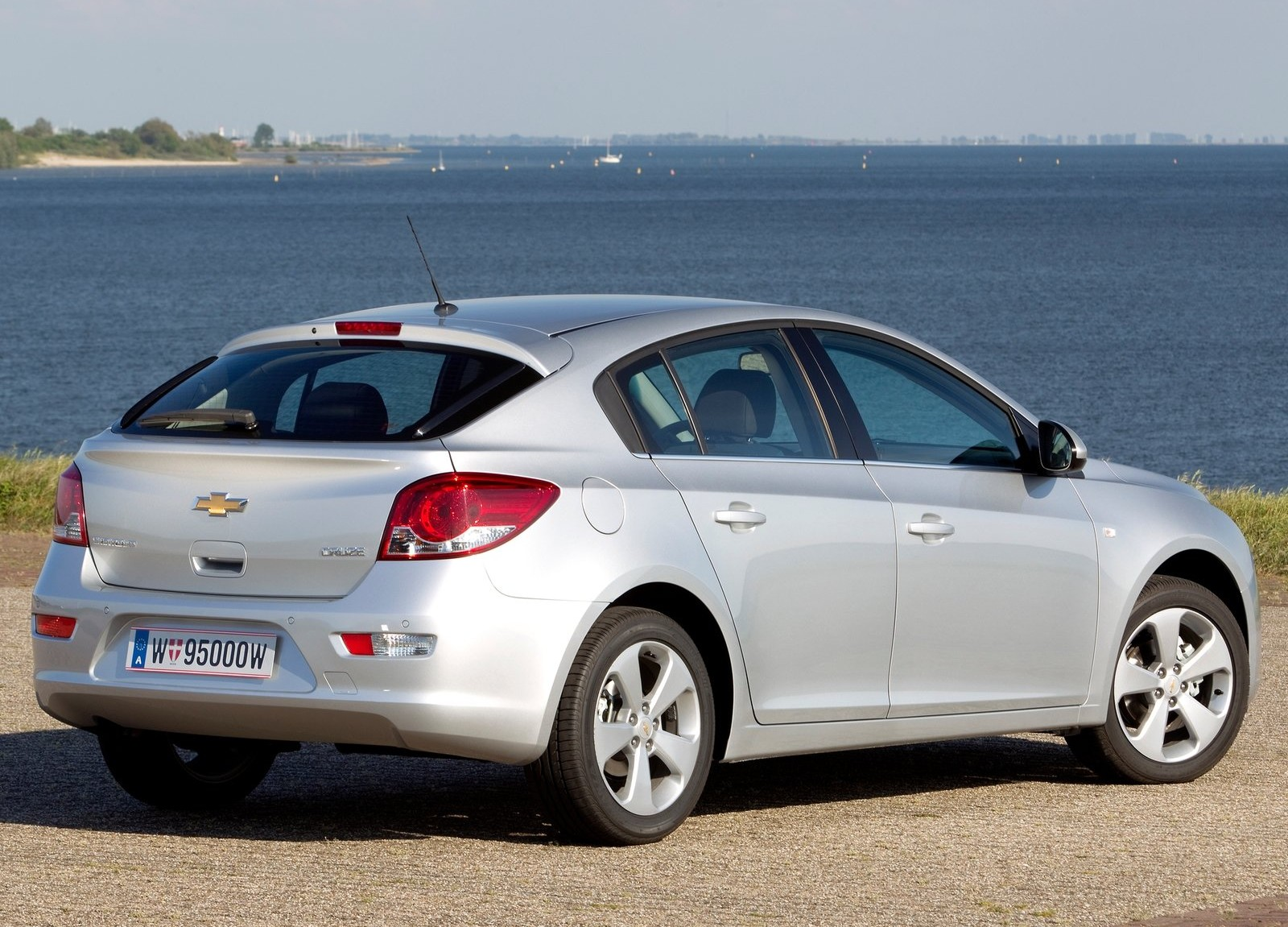 2016 Chevrolet Cruze Hatchback Coming To North America