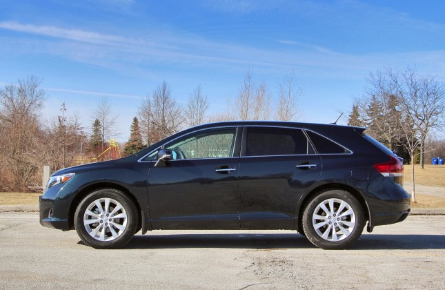 used vehicle review toyota venza 2009 2015. Black Bedroom Furniture Sets. Home Design Ideas