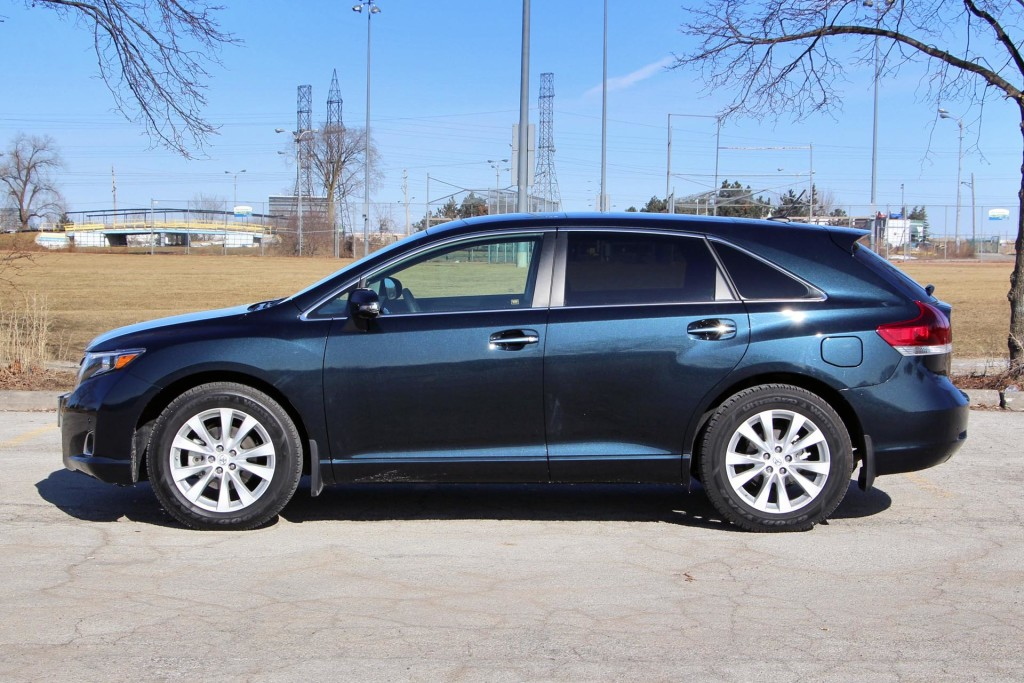 used vehicle review toyota venza 2009 2015 page 2 of 2 page 2. Black Bedroom Furniture Sets. Home Design Ideas
