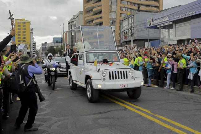 Pope Francis greets a crowd of the faithful from the Popemobile in Quito, Ecuador, July 5, 2015. Pope Francis landed in Ecuador's capital Quito on Sunday to begin an eight-day tour of South America that will also include visits to Bolivia and Paraguay. On his first visit as pontiff to Spanish-speaking Latin America, the Argentina-born pope is scheduled to conduct masses in both Quito and the coastal city of Guayaquil before flying to Bolivia on Wednesday.  REUTERS/Gary Granja