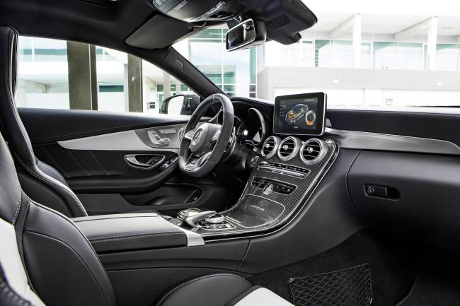 Mercedes-AMG C 63 S Coupé (C 205) 2015; Interieur: Leder kristallgrau/schwarz, AMG Zierteile Carbon/Aluminium mit Längsschliff hell interior: leather crystal grey/black, AMG carbon-fibre/light longitudinal-grain aluminum trim