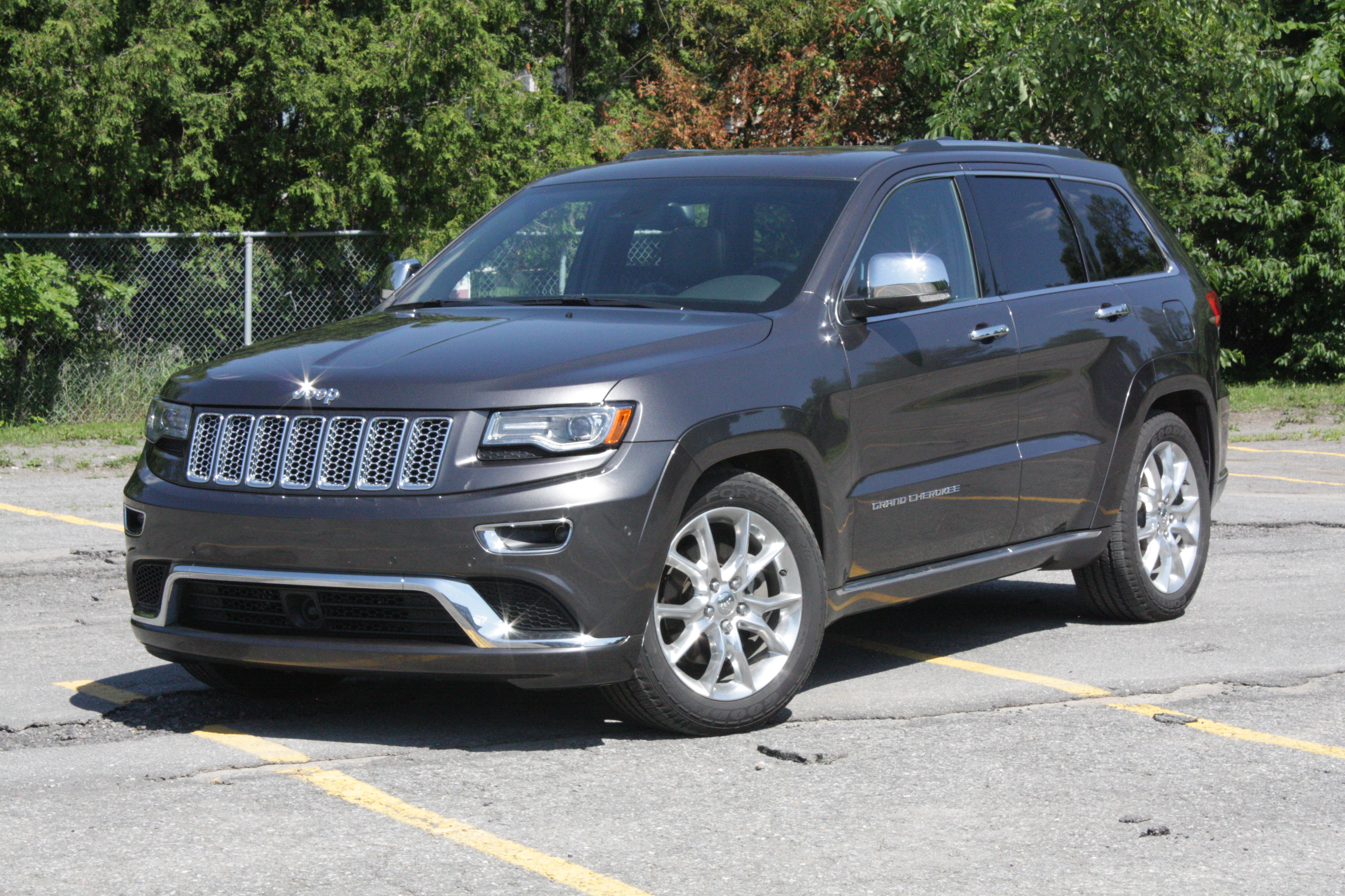 jeep grand cherokee under investigation for rollaway risk. Black Bedroom Furniture Sets. Home Design Ideas