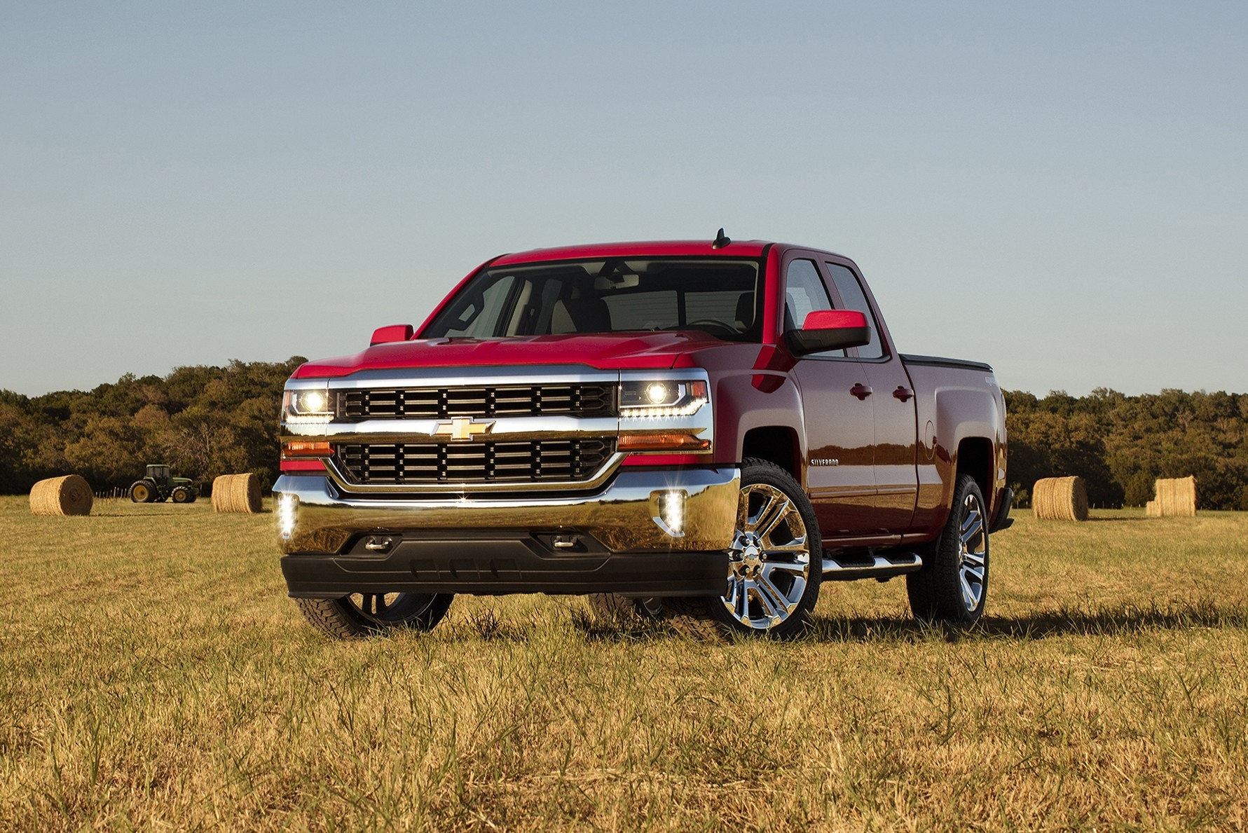 2016 chevrolet silverado gets new styling wider. Black Bedroom Furniture Sets. Home Design Ideas