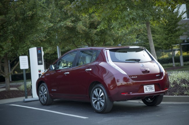 For the 2016 model year, LEAF adds a new 30 kWh battery for LEAF SV and LEAF SL models that delivers an EPA-estimated driving range of 107 miles.