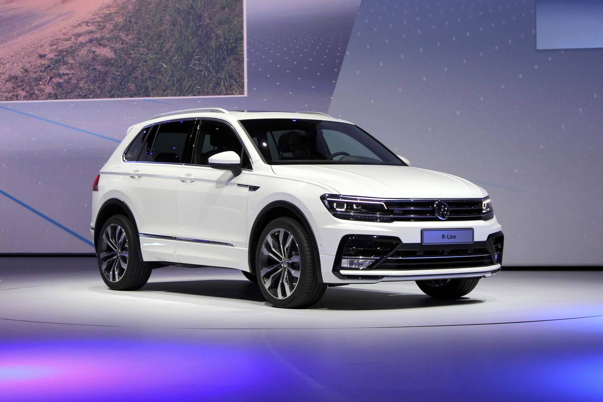 2017 volkswagen tiguan r line. Black Bedroom Furniture Sets. Home Design Ideas