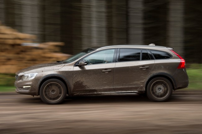Volvo V60 Cross Country - model year 2016, exterior, driving --- Colour: Twilight Bronze