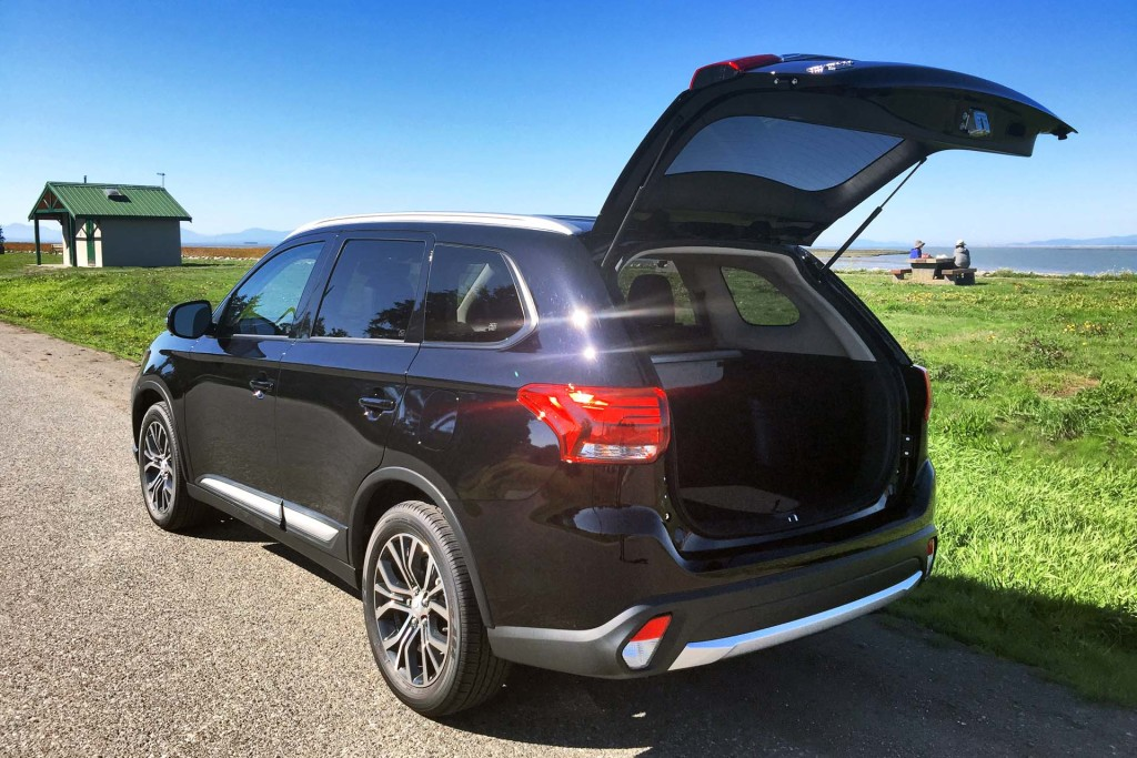 test drive 2016 mitsubishi outlander es awc with premium package page 2 of 5 page 2. Black Bedroom Furniture Sets. Home Design Ideas