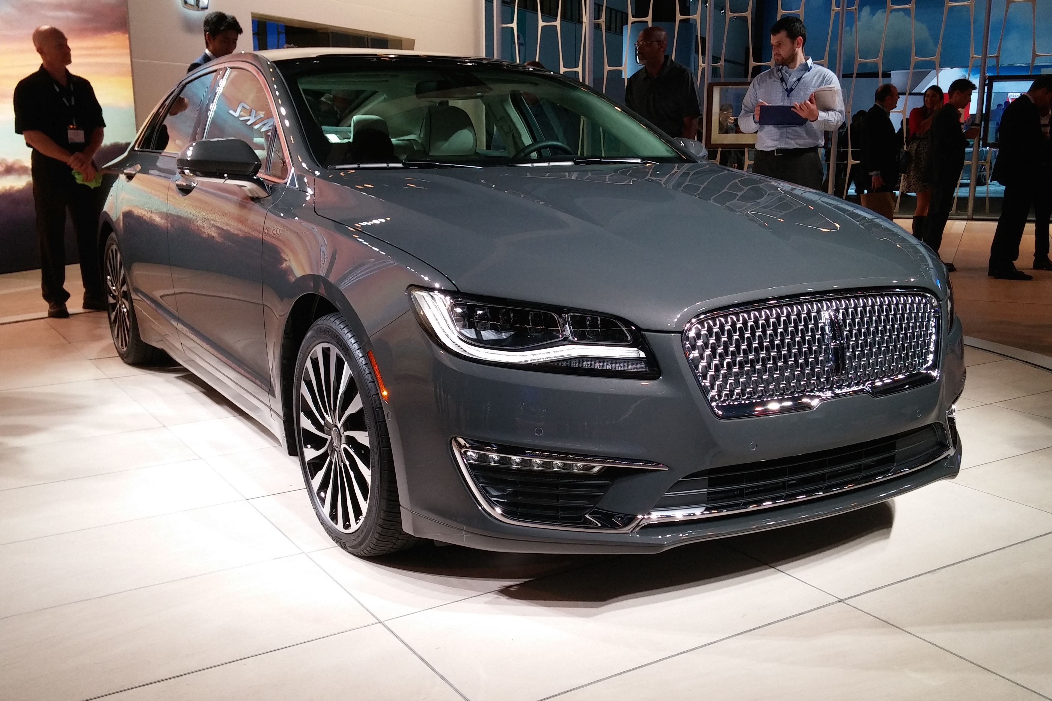 2015 la auto show 2017 mkz shows us the new face of lincoln again. Black Bedroom Furniture Sets. Home Design Ideas