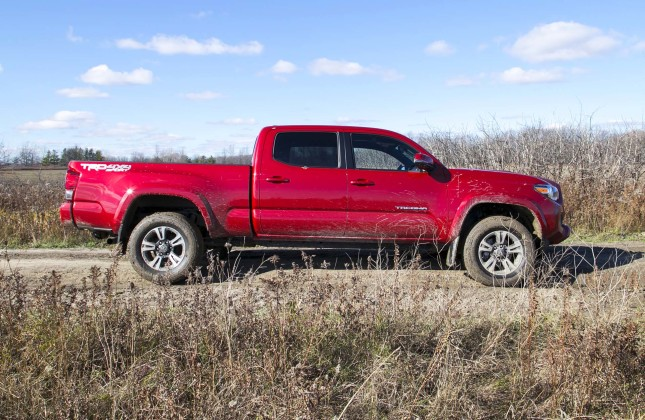 test drive 2016 toyota tacoma 4x4 double cab trd sport. Black Bedroom Furniture Sets. Home Design Ideas