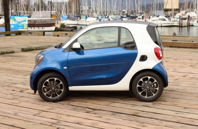 Big Guy Small Car Review 2016 Smart Fortwo Autos Ca