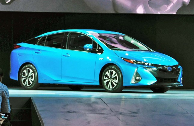 2017 toyota prius prime video preview 2017 2018 best cars reviews 2017 2018 best cars reviews. Black Bedroom Furniture Sets. Home Design Ideas
