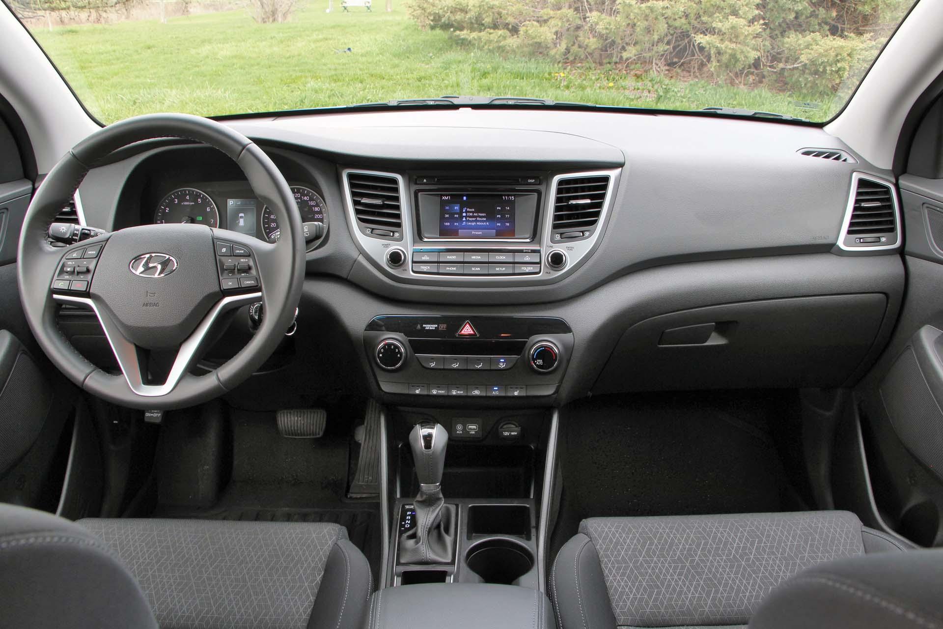 info hyundai driver reviews review official photo photos tucson news original fwd test car and s