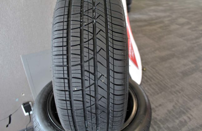 Tire review canadian tire motomaster se3 for Housse auto canadian tire