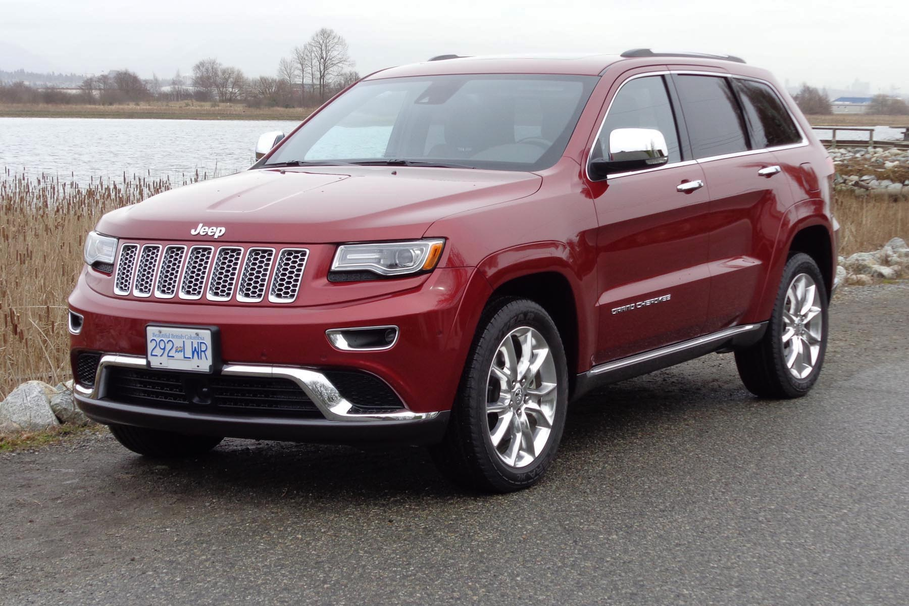 used vehicle review jeep grand cherokee 2011 2016. Black Bedroom Furniture Sets. Home Design Ideas