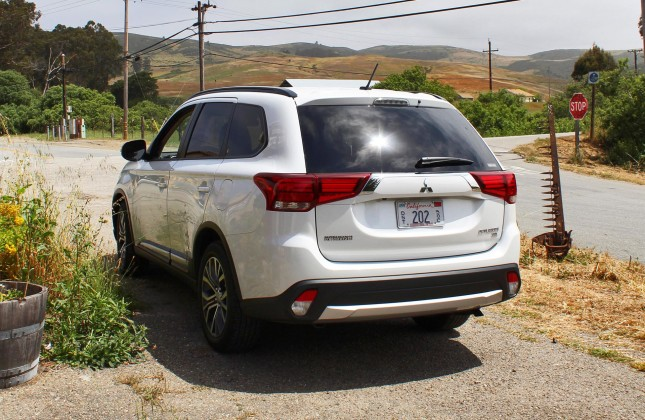 First Drive: 2016 Mitsubishi Outlander - Autos ca
