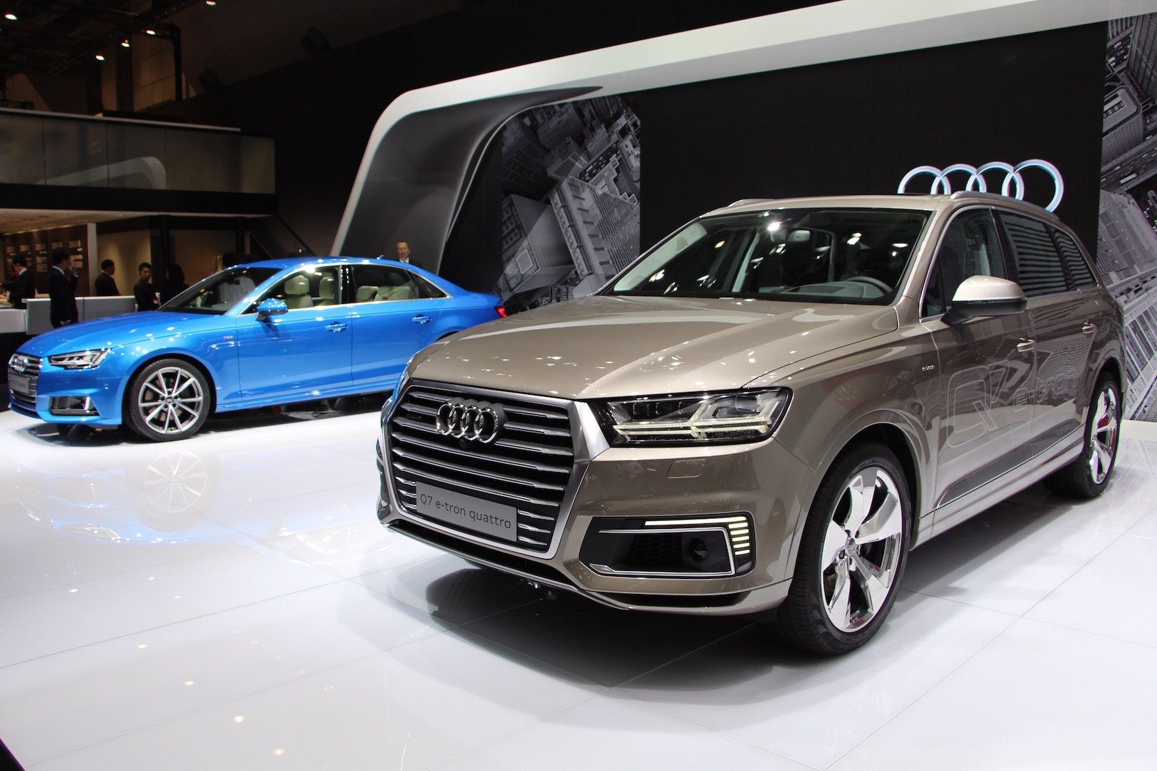 audi brings new a4 and q7 e tron diesel hybrid at tokyo. Black Bedroom Furniture Sets. Home Design Ideas
